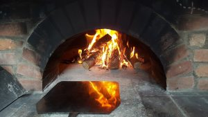 5 Reasons Why Outdoor Kitchens Should Always Have A Pizza Oven 300x169